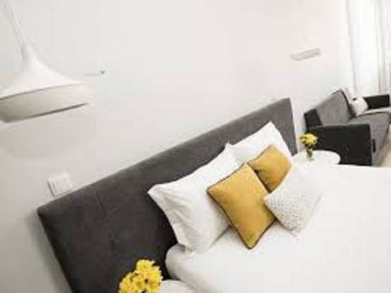 1500 sqft, 3 bhk Apartment in Builder Project Bandra West, Mumbai at Rs. 1.5000 Lacs