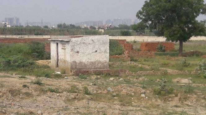450 sqft, Plot in Builder Project Sector 79, Noida at Rs. 7.0000 Lacs