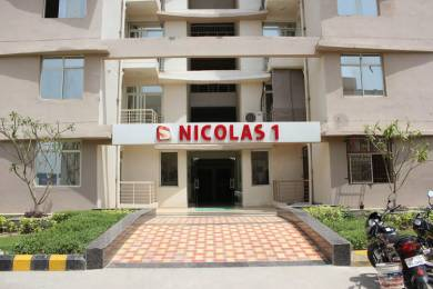 1028 sqft, 2 bhk Apartment in Supertech Czar Villas Omicron 1, Greater Noida at Rs. 8000