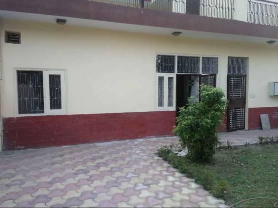 1800 sqft, 2 bhk BuilderFloor in Omaxe NRI City Omega, Greater Noida at Rs. 14000