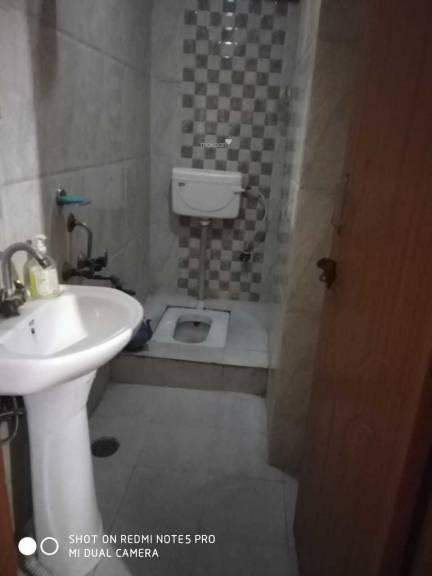 900 sqft, 3 bhk Apartment in Builder Project Jamia Nagar, Delhi at Rs. 37.0000 Lacs